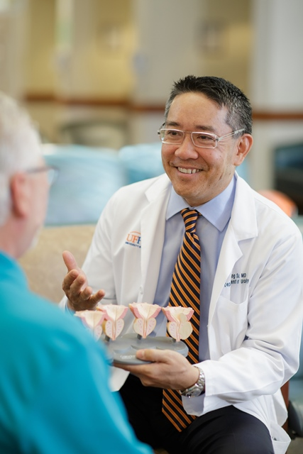 dr su taking with a patient