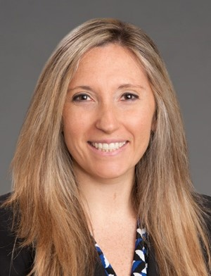 head shot of doctor Amy Pearlman