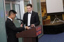 dr yeung presenting an award to the dr pavlinec at the resident graduation banquet