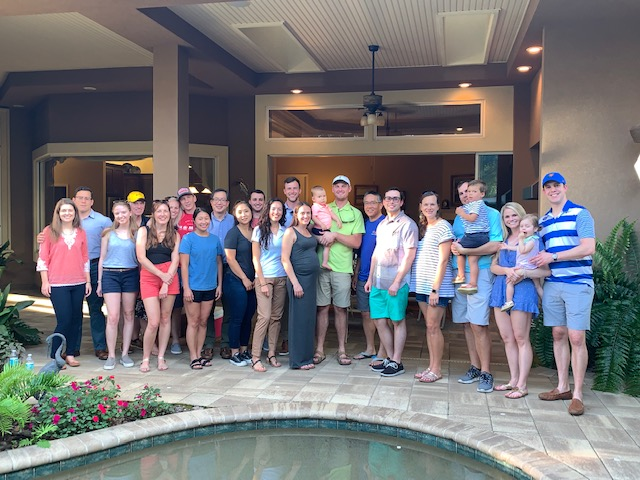 picutre of faculty and residents at Dr. Stringers home prior to tournament