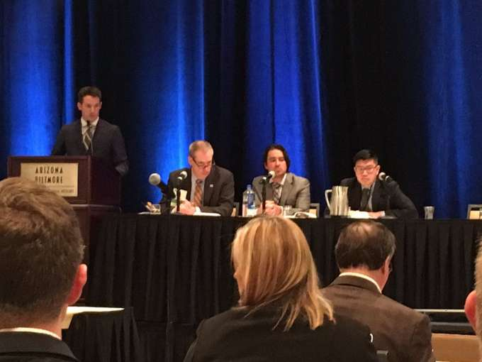 picture of dr canales moderating a session at the sesaua