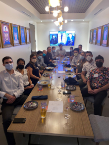 uf urology residents having dinner with visiting professor doctor gary lemack. they are in a conference room at spurriers gridiron grill. the are all wearing casual clothes and masks